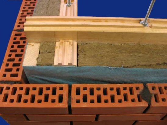 Как утеплить старый деревянный дом изнутри