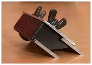 устройство для затоки ножей рубанка
