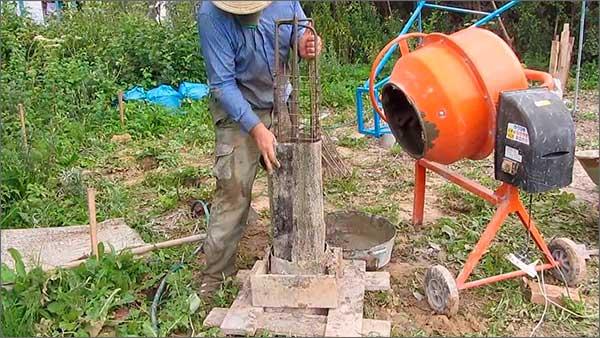 zalivka-svaynogo-fundamenta-betonomeshalkoy