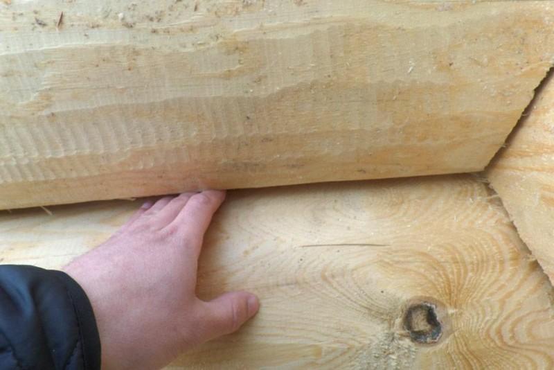 Как правильно положить и крепить первый венец из бруса на фундамент, видео установки